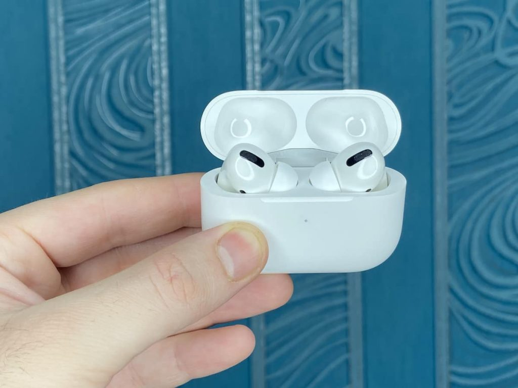 Навушники AirPods Pro у кейсі фото